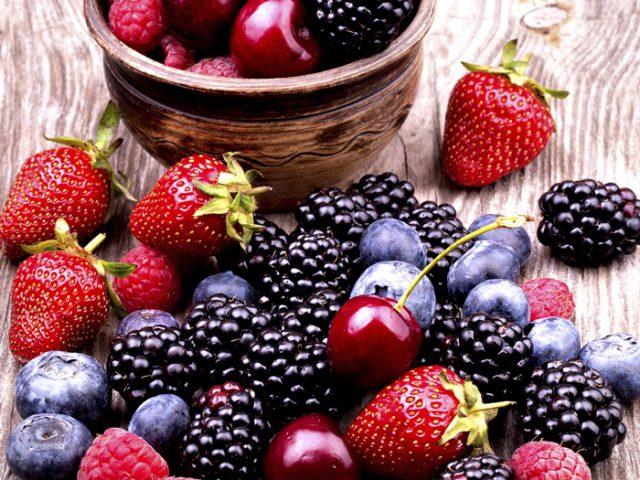 11 เหตุผลที่ทำไมเบอร์รี่ถึงเป็นอาหารเพื่อสุขภาพที่ดีต่อสุขภาพ